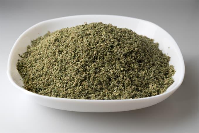 Cannabis-Grinding-1.jpg